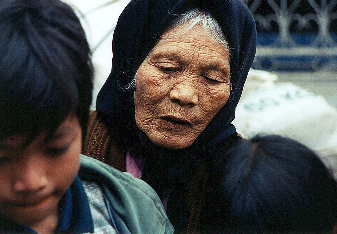 Touching me granny 512 abuela con la familia parte 2 2