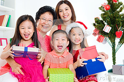 CHRISTMAS ASIAN FAMILY 1