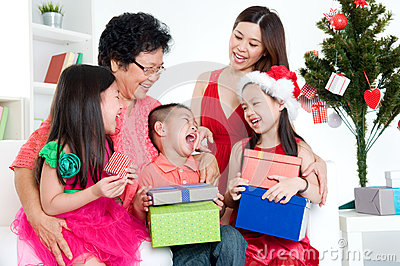 CHRISTMAS ASIAN FAMILY 2